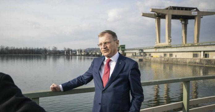 Landeshauptmann Thomas Stelzer überzeugte sich vom Stand des Ausbaus des Kraftwerks Ottensheim-Wilhering.