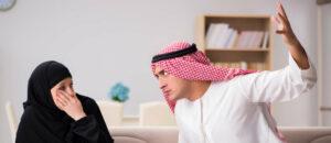 """Die """"Ilmihal""""-Autoren billigen dem muslimischen Mann zu, seine Frau """"leicht zu schlagen""""."""