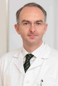 """Covid-19-Experte Bernd Lamprecht: """"Patienten auf der Intensivstation werden deutlich jünger""""."""