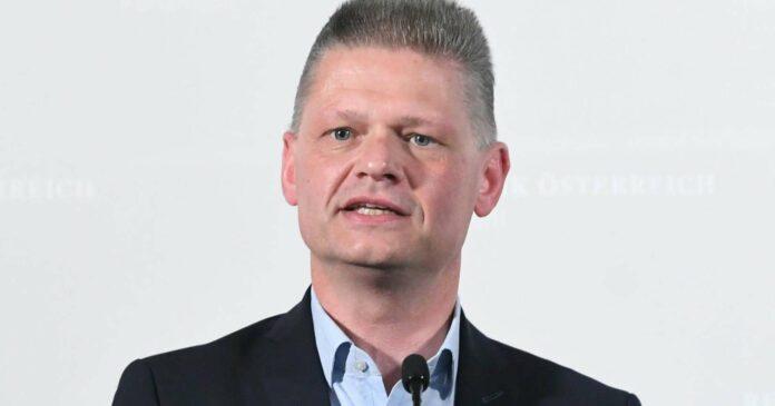 """ÖVP-Fraktionsführer Hanger vermisst bei der Opposition """"sachliche Kontrolle, die sinnlosen Befragungen und damit die Steuergeldverschwendung müssen ein Ende haben"""", fordert er."""