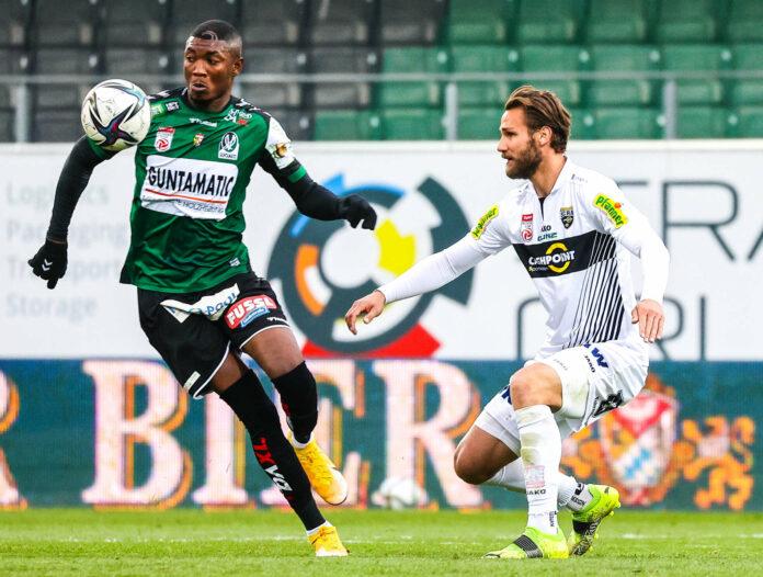 Nach dem 0:0 gegen Altach geht es für die SV Ried (Bild: Kennedy Boateng/l.) schon heute in Wien weiter.