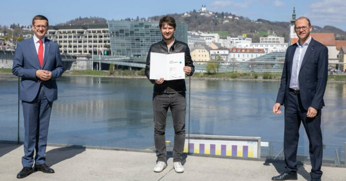 Motiviert auch in der Krise (v. l.): LR Markus Achleitner, Johannes Sailer (7Hauben) und Tech2b-Geschäftsführer Raphael Friedl.