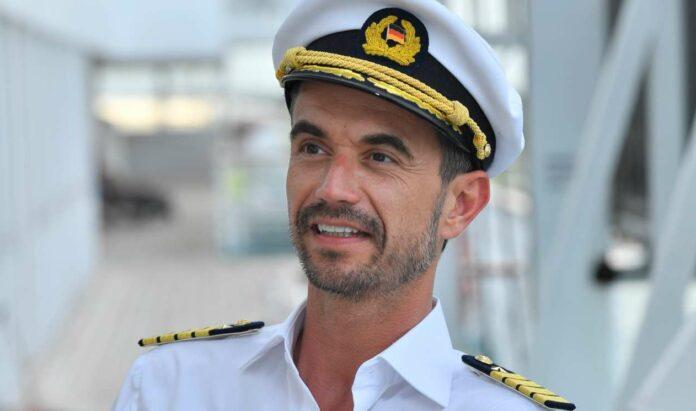 """Florian Silbereisen als Kapitän Max Parger auf dem """"Traumschiff""""."""