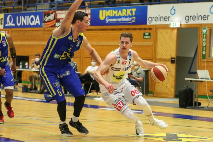 Gmunden (r./Benedikt Güttl) ist vor dem dritten Viertelfinal-Spiel gegen Graz (l./Andrija Matic) gewarnt.