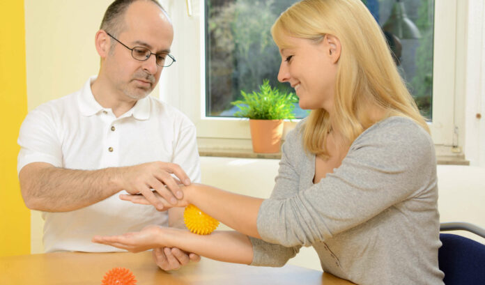 Ergotherapie wird ab April in ganz Österreich als Kassenleistung angeboten, für Physiotherapie und Logopädie sollen noch heuer vergleichbare Regelungen kommen.