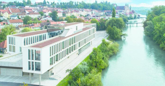 Idyllische Lage desFH-III-Gebäudes amCampus Steyr.