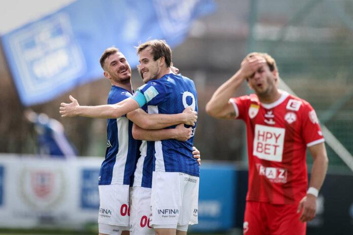 Fabian Schubert (M. mit Turgay Gemicibasi) bereitete der GAK-Abwehr Kopfzerbrechen. Ob der Goalgetter in Linz bleibt, ist offen.