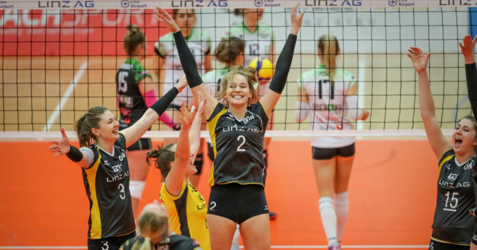 Erleichterung pur bei den Steelvolleys (v.l. Katharina Holzer, Lisa Hager, Andreas Duvnjak) nach dem Auftaktsieg in der Best-of-3-Finalserie gegen Graz.