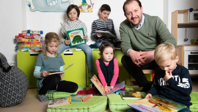 OÖ-Familienbund-Landesobmann Bernhard Baier weiß um die Bedeutung des Lesens für die kindliche Entwicklung..