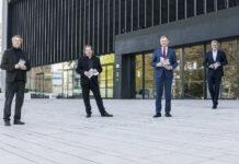 V. l. n. r.: Bruckner Orchester-Chefdirigent Markus Poschner, Landestheater-Intendant Hermann Schneider, Landeshauptmann Thomas Stelzer und Geschäftsführer Thomas Königstorfer