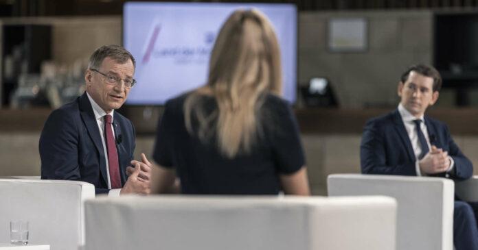 """Landeshauptmann Thomas Stelzer mit Moderatorin Nina Kraft und Bundeskanzler Sebastian Kurz in der Sendung """"Land der Möglichkeiten""""."""