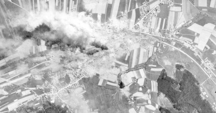 Die erste Angriffswelle traf den Attnanger Bahnhof noch relativ genau. Große Rauch- und Staubentwicklung sorgte dann dafür, dass auch große Teile der Umgebung schwer beschädigt wurden.