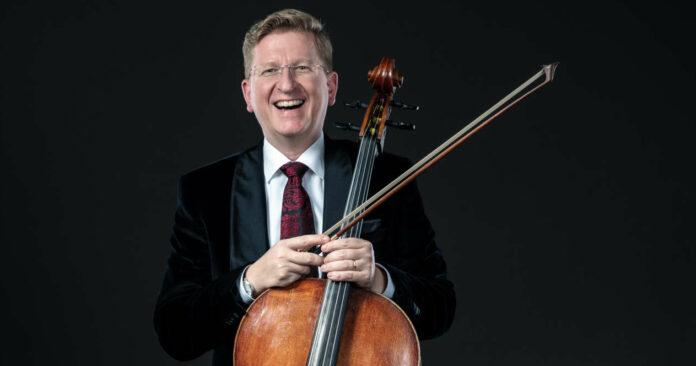 Sein Cello will der international gefragte Musiker noch nicht in die Ecke stellen.