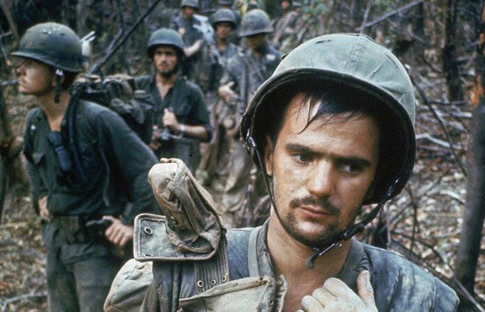 """""""Vietnam"""" im Stream auf arte.tv/de: Patrouillierende US-Soldaten im Oktober 1966"""