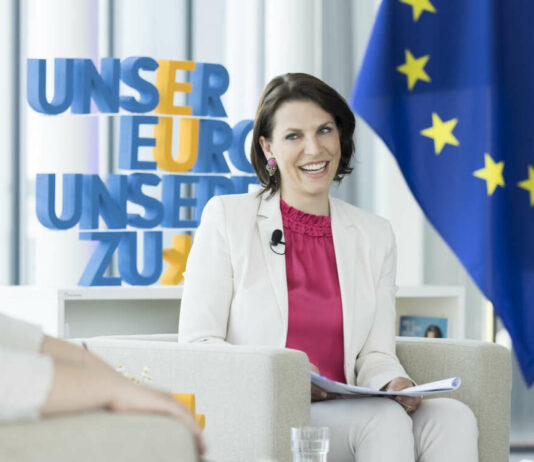 Österreichs Europaministerin Karoline Edtstadler lädt zur Diskussion über die Zukunft Europas ein.