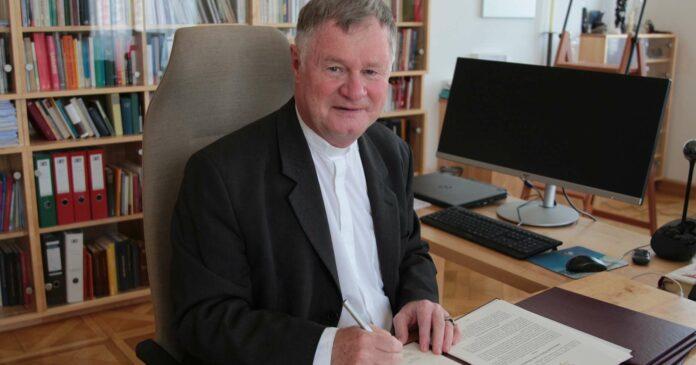 Am 4. Mai, dem Gedenktag des Hl. Florian, unterzeichnete Diözesanbischof Manfred Scheuer die Gesetzestexte für die Umsetzung der neuen Pfarrstruktur. Mit der Veröffentlichung im Linzer Diözesanblatt sind sie nun rechtsgültig.