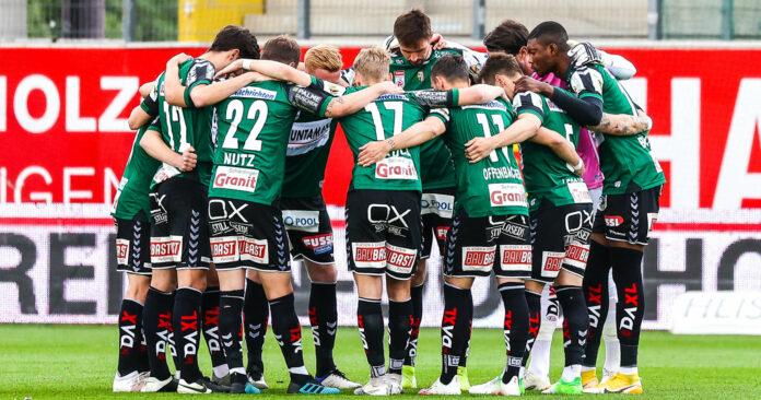 Eine verschworene Gemeinschaft: Unter Andreas Heraf ist die SV Ried weiter ungeschlagen und der Klassenerhalt in der Fußball-Bundesliga fixiert.