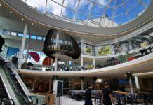 Die riesige Glaskuppel im Zentrum der Linzerie sorgt für eine lichtdurchflutete Atmosphäre.