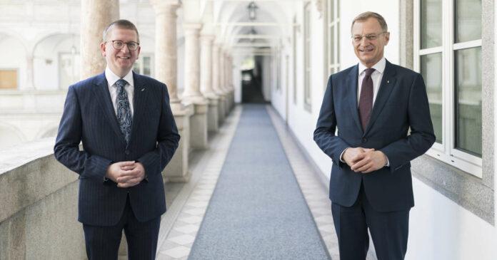 Landeshauptmann Thomas Stelzer stellte den neuen Rektor der Anton Bruckner Privatuniversität, Martin Rummel, vor.