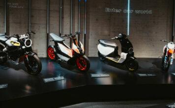 """Die Sonderschau """"Zukunft der E-Mobilität"""" in der KTM Motohall in Mattighofen zeigt, dass die Zukunft im Innviertel schon begonnen hat."""
