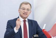 Landeshauptmann Thomas Stelzer sieht Klimaschutz nicht als Widerspruch zu industriellem Erfolg.