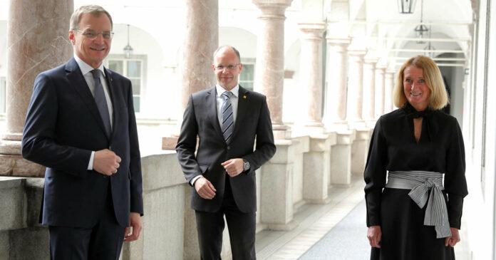 V. l.: Landeshauptmann Thomas Stelzer, Stefan Fritz (Hilfswerk International) und Viktoria Tischler (Hilfswerk OÖ) präsentierten das neueste Projekt.