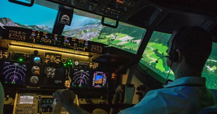 Gekonnter Anflug auf den Flughafen Innsbruck: Das Cockpit sieht nicht nur echt aus, es ist auch echt. Der Ausblick sieht ebenfalls echt aus, ist allerdings nur virtuell.