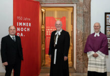 Bürgermeister Bernd Schützeneder, Propst Johann Holzinger und Kustos Harald R. Ehrl, Kurator der Ausstellung