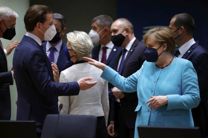 Links: Bundeskanzler Sebastian Kurz ist mit der deutschen Kanzlerin Angela Merkel einig darüber, dass es direkte Gespräche mit dem russischen Präsidenten Putin geben müsse.Rechts: Kommissionspräsidentin Ursula von der Leyen begrüßte NATO-Generalsekretär Antonio Guterres. Dieser warb für eine engere Zusammenarbeit mit der EU und für mehr Multilateralismus.