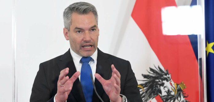 Innenminister Karl Nehammer begrüßte ausdrücklich die Pläne der sozialdemokratischen Ministerpräsidentin Mette Frederiksen, Asylzentren in Drittländer zu errichten.