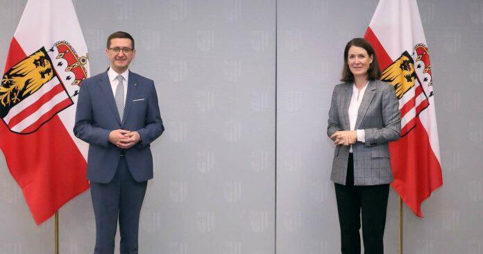 Wirtschafts-Landesrat Markus Achleitner und FFG-Geschäftsführerin Henrietta Egerth.