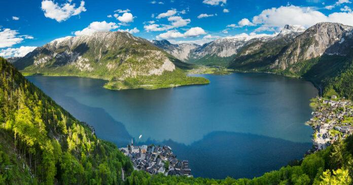Der Klimawandel setzt vor allem den Arten in tropischen Seen zu, in den Alpen - im Bild der Hallstätter See - durchmischt sich das Wasser jährlich im Frühjahr und Herbst, die Arten sind weniger vom Klima abhängig.