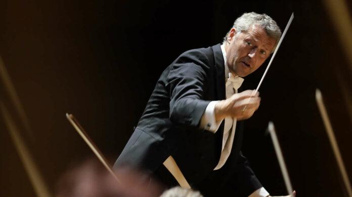 Führte seine Musiker injeder musikalischen Lage glänzend: Bruckner Orchester-Chefdirigent Markus Poschner.