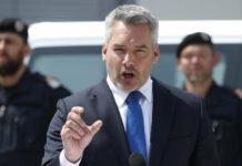 """Innenminister Karl Nehammer (ÖVP) kritisierte gestern auch das """"Zaudern der EU"""" bei Asyl und Migration."""
