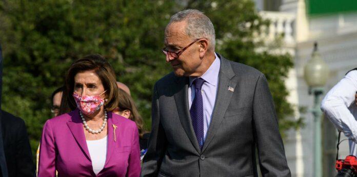 Die Demokraten Nancy Pelosi (links) und Chuck Schumer konnten einige Republikaner überzeugen.