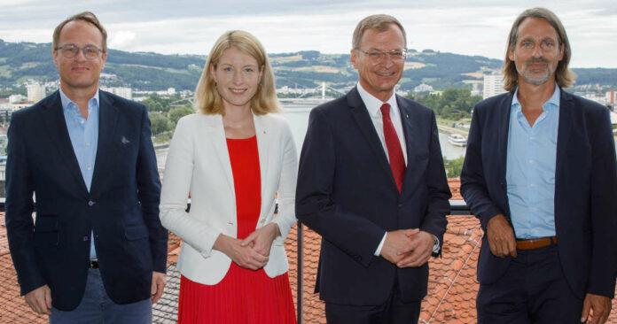 """V. l.: Hengstschläger, Haberlander, Stelzer und Precht haben sich über den Dächern von Linz den großen """"Fragen an die Zukunft"""" gewidmet – und durchaus Antworten gefunden."""