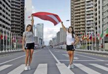 Vorhang auf für Viktoria Schwarz (l.) und Ana Lehaci — in der Nacht auf Montag paddeln die beiden Linzerinnen erstmals zusammen im olympischen Wasser.