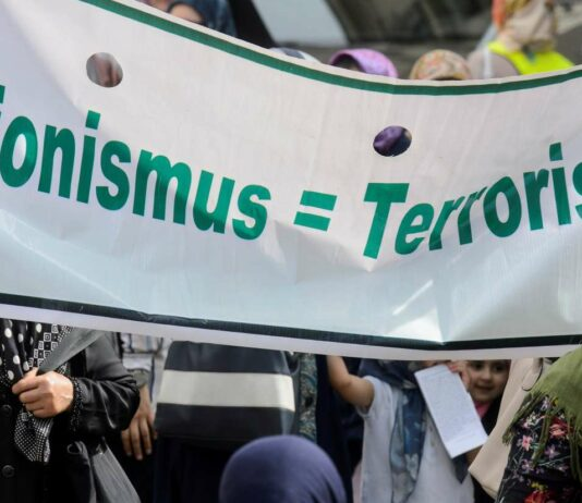 Gerne wird der Antisemitismus - wie hier in Wien bei einer muslimischen Demonstration für die Befreiung Jerusalems - mit Antizionismus getarnt.