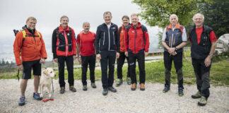 Rund 500 Wanderlustige folgten am Mittwochnachmittag trotz angekündigten Regenwetters der Einladung von LH Thomas Stelzer auf den Grünberg in Gmunden.