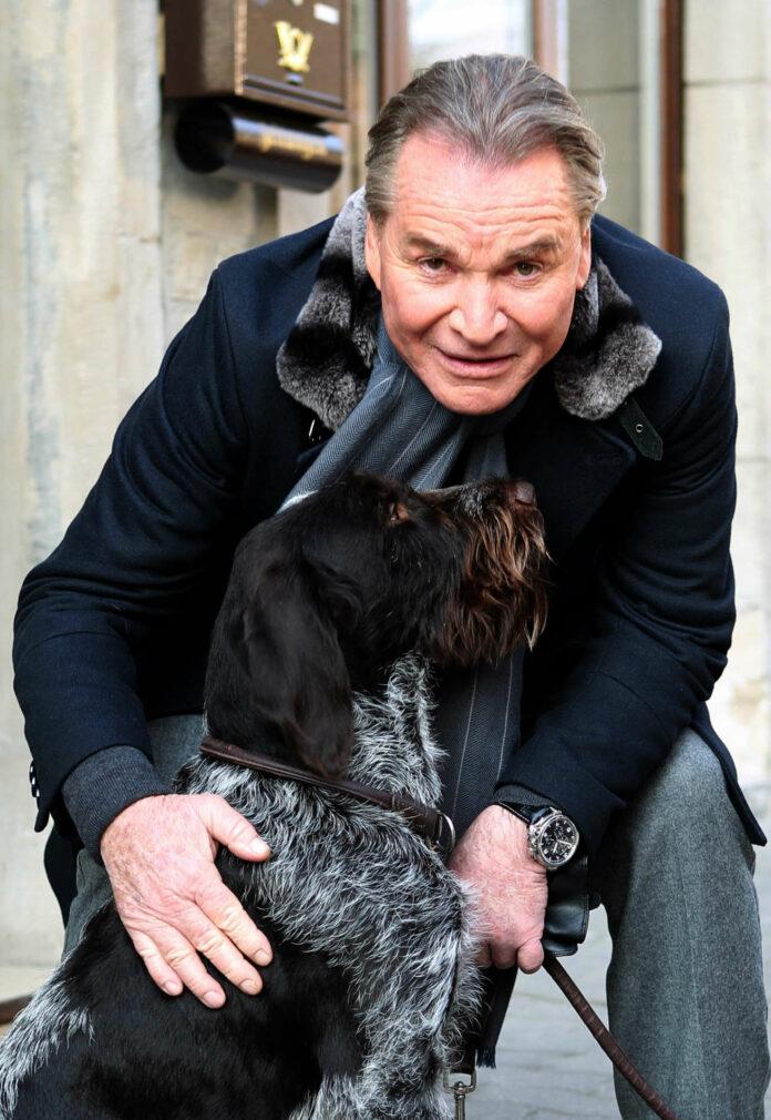 """Fritz Wepper mit seinem Hund Aron und als Harry Klein an der Seite von """"Derrick"""" Horst Tappert"""