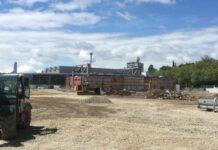 Die Stadionbaustelle des LASK, auf der es im September endlich weitergehen soll, wirbelt viel Staub auf.