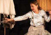 Jenny Hübner (Sofie Pint), Retterin der verlorenen Bücherwürmer...