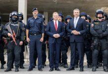 Innenminister Karl Nehammer, Landeshauptmann Thomas Stelzer und Landespolizeidirektor Andreas Pilsl mit den neuen Schnellen Reaktionskräften der oö.