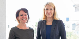 Christina Grebe, Vorsitzende des Landesverbandes Hospiz Österreich und Gesundheits- referentin LH-Stv Christine Haberlander