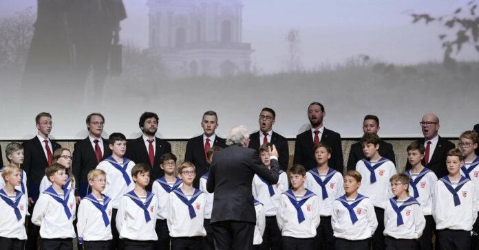 Sängerknaben und Altherren-Chor sorgten für die Umrahmung zum Film.