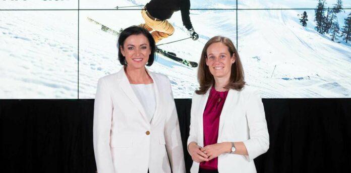 Tourismusministerin Elisabeth Köstinger (links) und ÖW-Geschäftsführerin Lisa Weddig beim Winterauftakt.