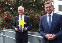 Preisträger 2020 Günther Hochrathner (Smurfitt Kappa) mit LR Achleitner