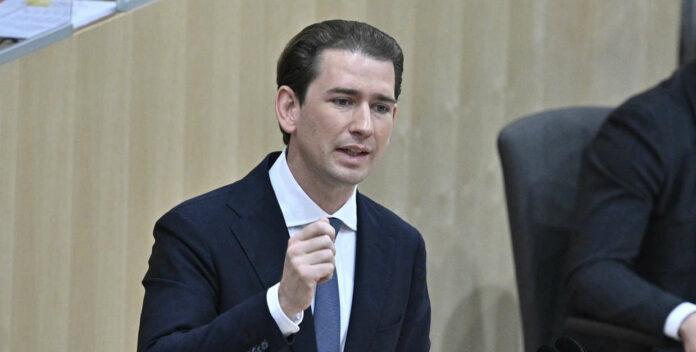Begleitet von einem medialen Spektakel zog Donnerstagfrüh Sebastian Kurz in den Plenarsaal ein, wo er zu Beginn der Sitzung als Abgeordneter angelobt wurde. Gegen Mittag hielt er dann seine erste Rede als ÖVP-Klubobmann.