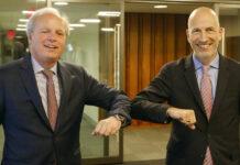 Arbeitsminister Martin Kocher (r.) und der Managing Director der Weltbank, Axel van Trotzenburg, in Washington.