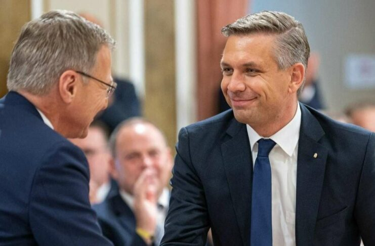 Im Team von LH Thomas Stelzer war Wolfgang Hattmannsdorfer bereits als OÖVP-Landesgeschäftsführer an zentraler Position tätig. Am Samstag konnte Stelzer seinem neuen Landesrat zur einstimmigen Wahl durch die OÖVP-Fraktion gratulieren.